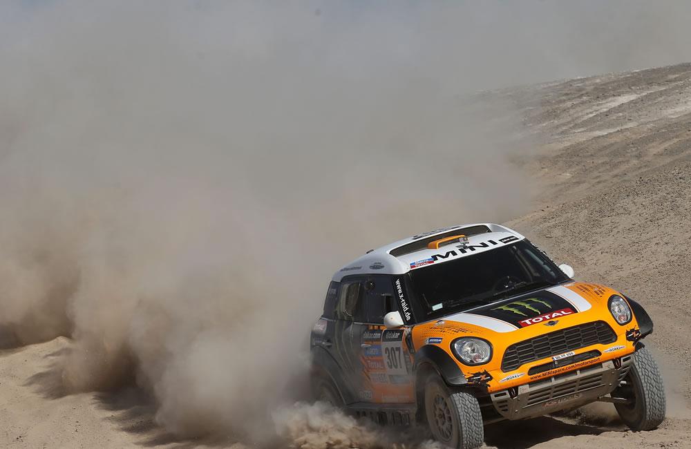 El piloto argentino Orlando Terranova en acción durante la undécima etapa del rally Dakar. Foto: EFE
