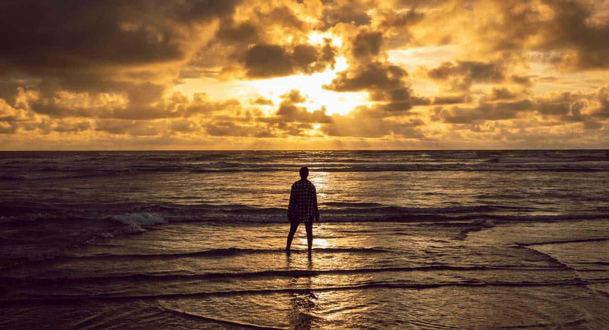 Puesta de sol en la playa del Parque Natural Nacional de Uramba, en Juanchaco y Ladrilleros. Foto: Shutterstock