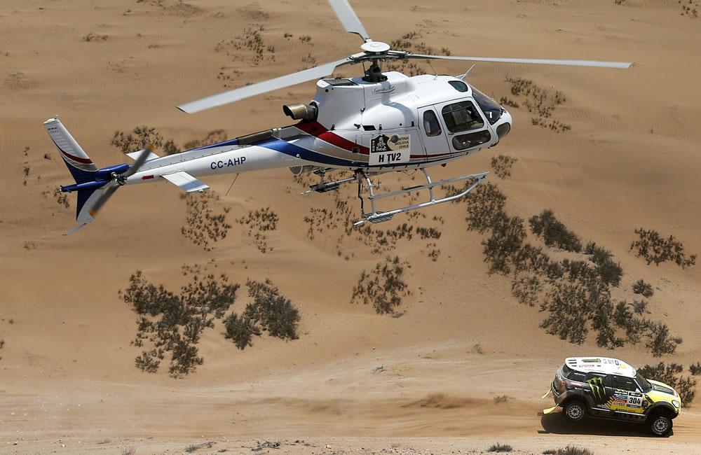 El piloto español Nani Roma en acción durante la duodécima etapa del Rally Dakar. Foto: EFE