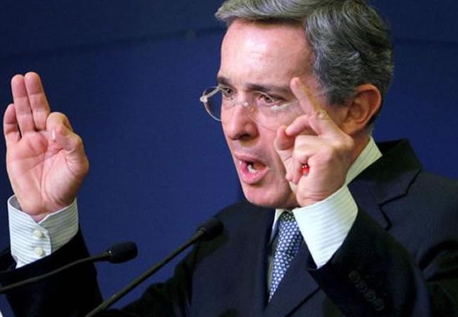 Uribe apoya a Panamá ante ruptura de relaciones con Venezuela