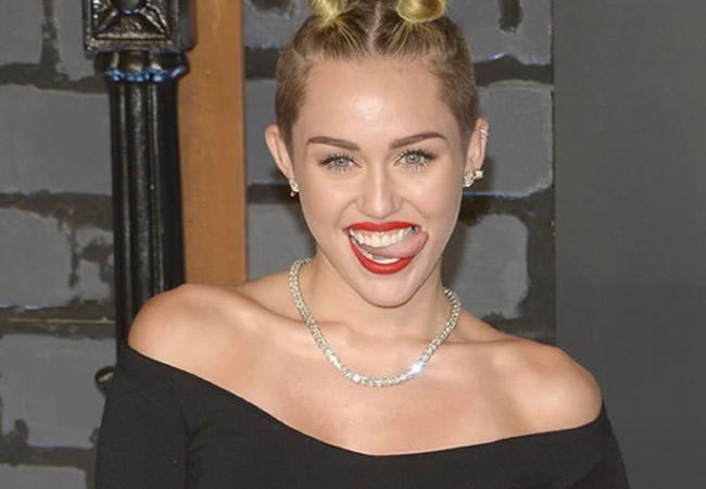 Hospitalizan a Miley Cyrus por una