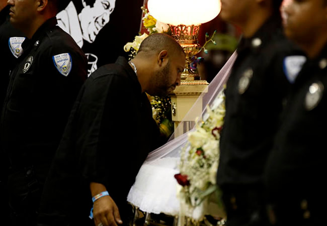 Velación  del salsero puertorriqueño Cheo Feliciano en el coliseo Roberto Clemente de San Juan. EFE