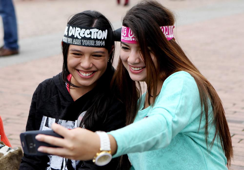 Fans de One Direction listas para concierto en Bogotá