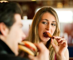 Según estudio las parejas felices tienden a engordarsen