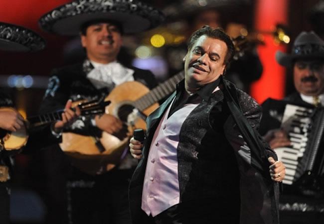 Lanzan disco de Juan Gabriel para conmemorar sus 40 años en los escenarios