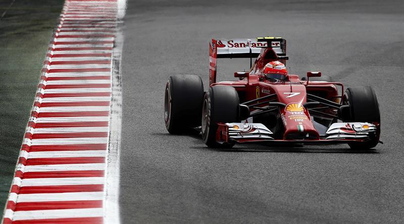 El piloto finlandés de Ferrari, Kimi Raikkonen, durante la tercera sesión de entrenamientos libres del Gran Premio de España. Foto: EFE