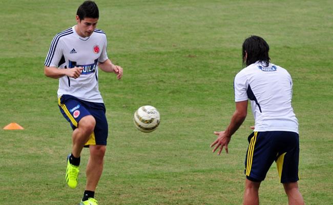 James Rodríguez dice que Falcao debe pensar en su salud sin presiones. Foto: EFE
