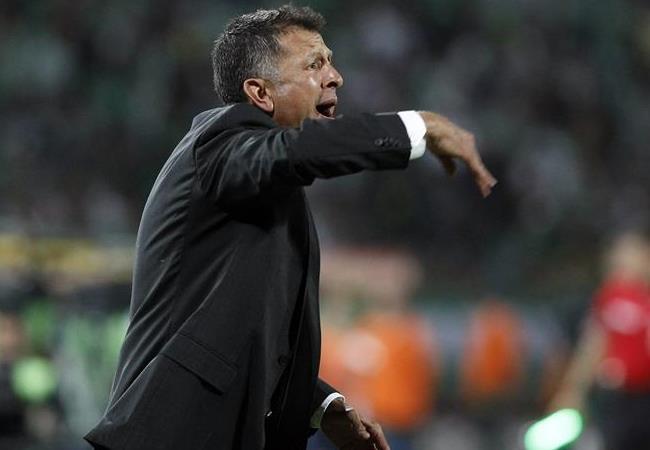 Juan Carlos Osorio, DT de Nacional, es uno de las figuras del tricampeonato verdolaga. Foto: EFE.