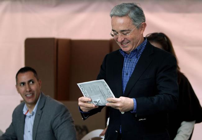 Uribe habría vulnerado prohibición de hacer proselitismo