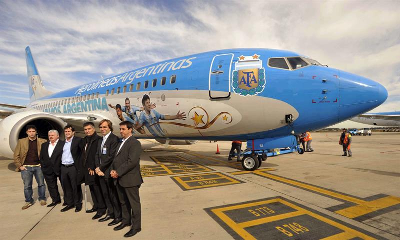 Avión de Aerolíneas Argentinas diseñado para la selección argentina de fútbol, en Buenos Aires (Argentina). El seleccionado viajará al Mundial de Fútbol Brasil 2014. Foto: EFE