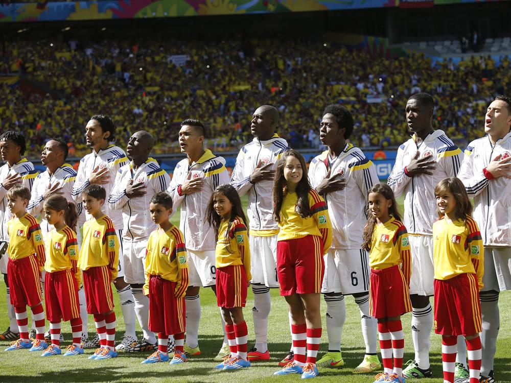 El once inicial de la selección colombiana momentos antes del inicio del partido Colombia-Grecia, del Grupo C del Mundial. Foto: EFE