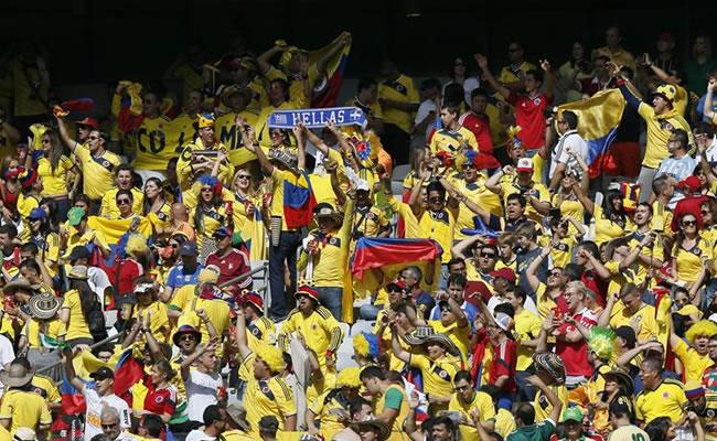 Amarillo, azul y rojo de Colombia toman desde tempranas horas el Mineirao. Foto: EFE