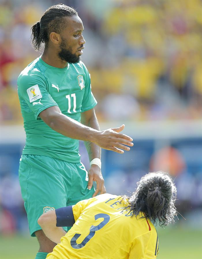 Didier Drogba of Ivory Coast (L) reacts with Mario Yepes of Colombia during the FIFA World Cup 2014 group C