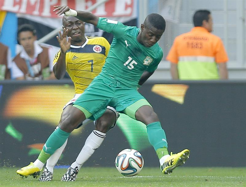 Pablo Armero of Colombia (L) and Max Gradel of Ivory Coast in action during the FIFA World Cup 2014 group C