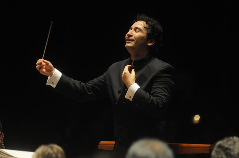 Colombiano toma el mando de Orquesta Sinfónica de Houston con