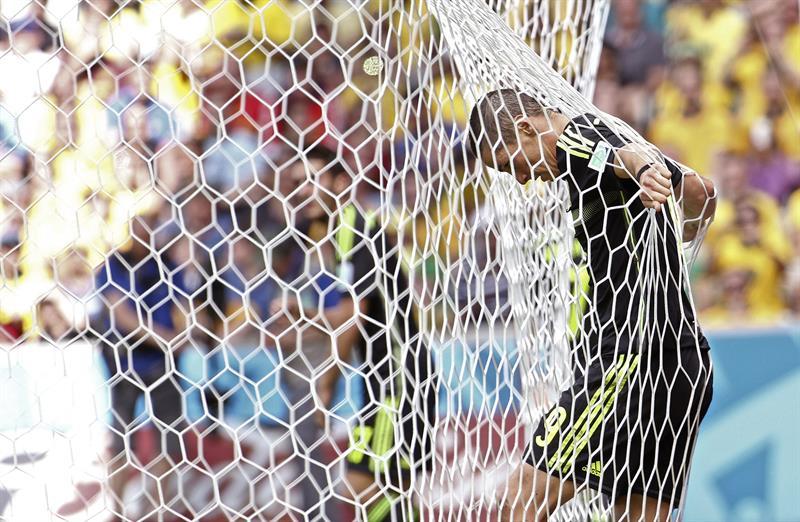 El delantero español Fernando Torres tras fallar una ocasión de gol durante el partido Australia-España, del Grupo B. Foto: EFE