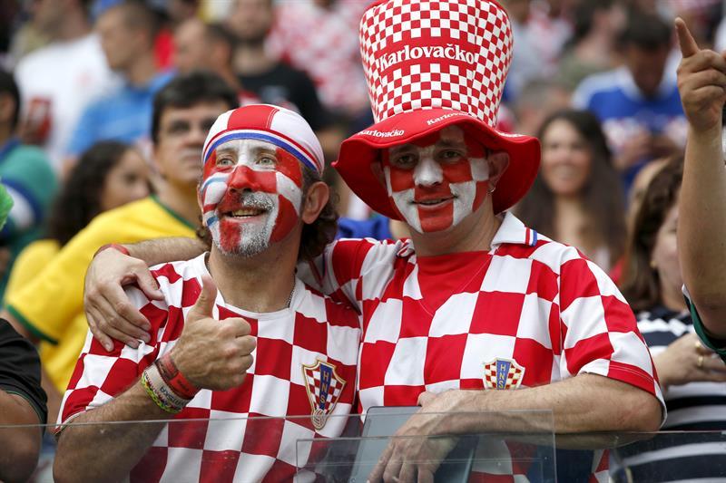 Aficionados de la selección de Croacia antes del inicio del partido. Foto: EFE