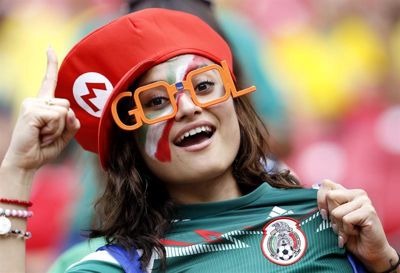 Una aficionada mexicana antes del inicio del partido Croacia-México, del Grupo A del Mundial. Foto: EFE