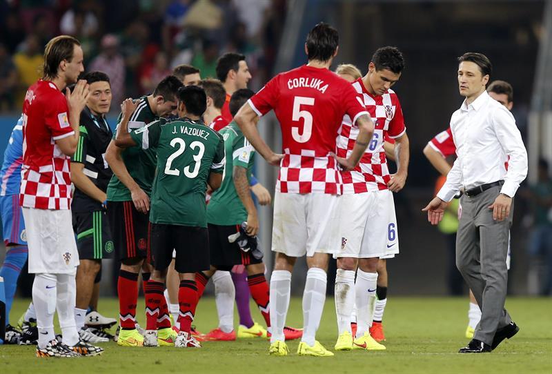 Los jugadores de Croacia y México al finalizar el partido Croacia-México, del Grupo A del Mundial de Fútbol de Brasil. Foto: EFE
