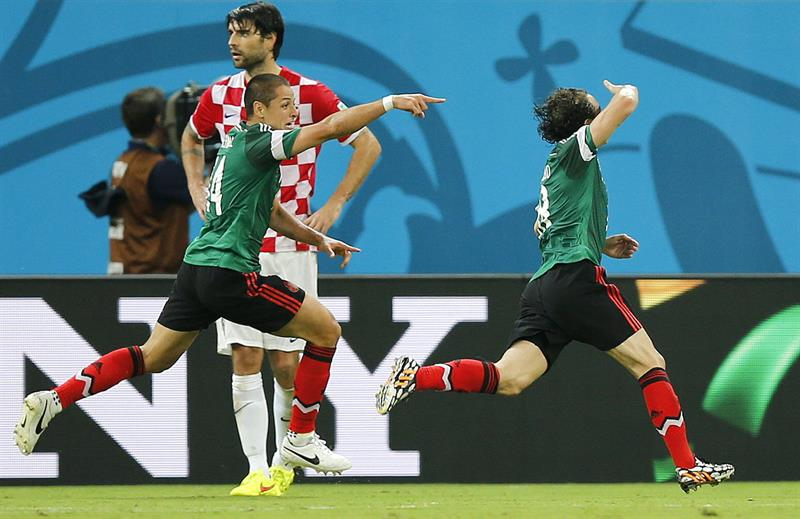 El defensa mexicano Andrés Guardado celebra el gol marcado ante Croacia. Foto: EFE