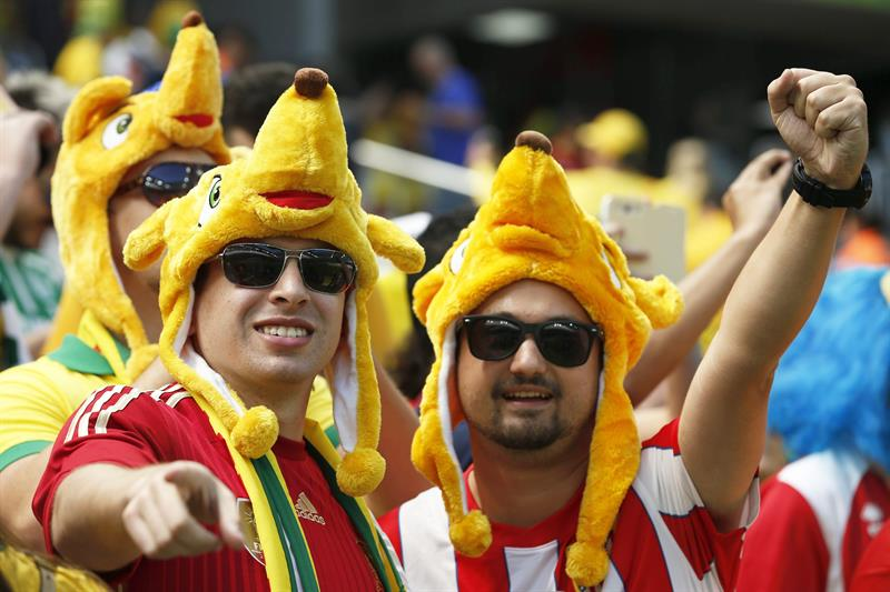 Spanish fans cheer for their team before the FIFA World Cup 2014 group B. Foto: EFE