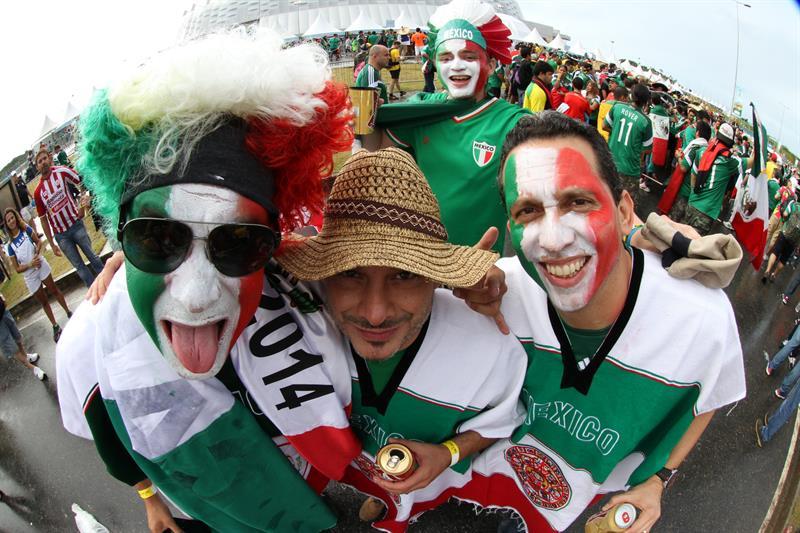 Fanáticos mexicanos festejan. Foto: EFE