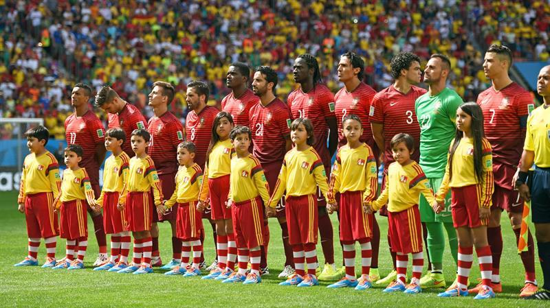 Portugal's starting eleven Nani (L-R), Miguel Veloso, Joao Pereira, Joao Moutinho, William, Ruben Amorim, Eder, Bruno Alves. Foto: EFE