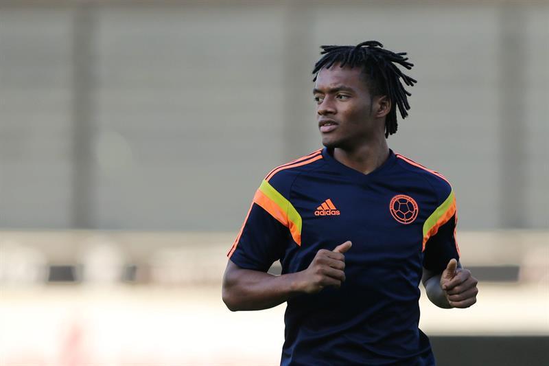 El jugador de la selección Colombia Juan Guillermo Cuadrado participa en un entrenamiento en el estadio. Foto: EFE