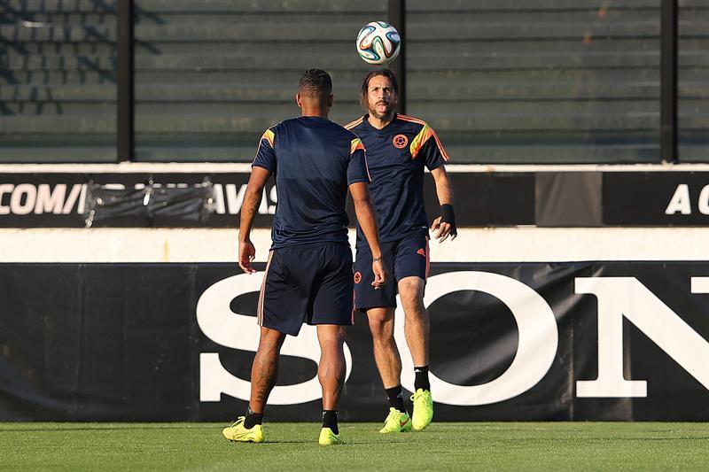 El jugador de la selección Colombia Mario Alberto Yepes participa en un entrenamiento en el estadio. Foto: EFE