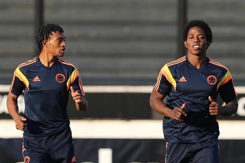 Los jugadores de la selección Colombia Juan Guillermo Cuadrado (i) y Carlos Sánchez (d). Foto: EFE