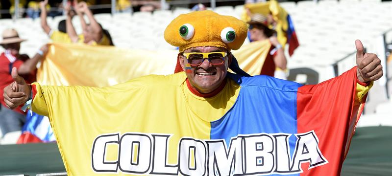 Hinchas de Colombia saludan. Foto: EFE