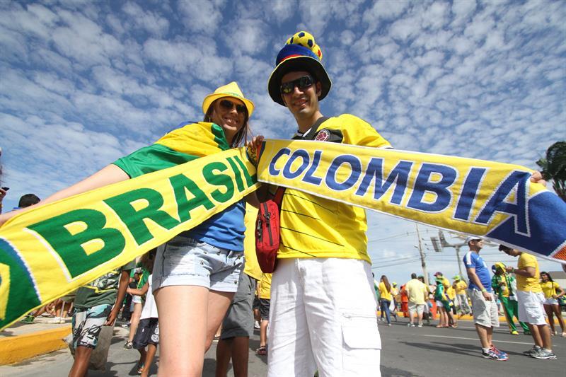 Hinchas de Brasil y Colombia apoyan a sus equipos. Foto: EFE