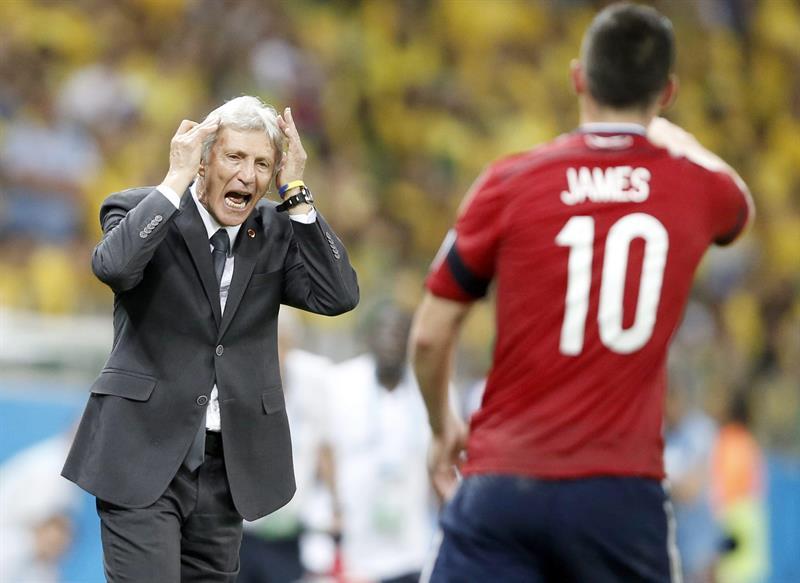 El entrenador de la selección Colombia José Pékerman da instrucciones. Foto: EFE