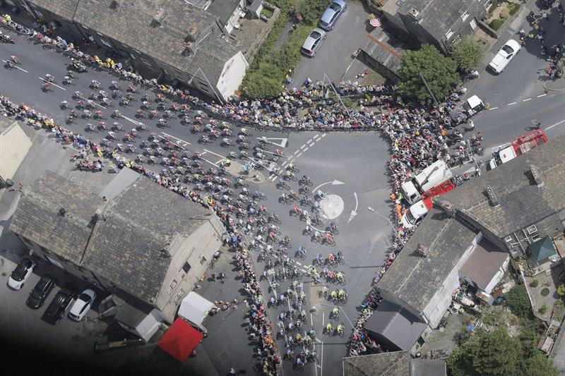 Nibali gana la segunda etapa y se viste de líder