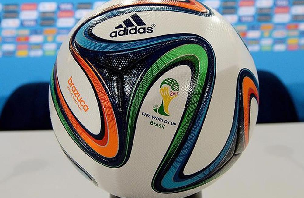 La final contará con un balón especial que ya probaron Messi y Schweinsteiger. Foto: EFE