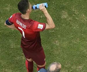 Las bebidas isotónicas no mejoran el rendimiento en el deporte, según estudio