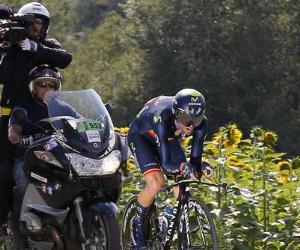 Martín ganó la 'crono', Níbali mantuvo el liderato y Majka siguió dominando la montaña. Foto: EFE.