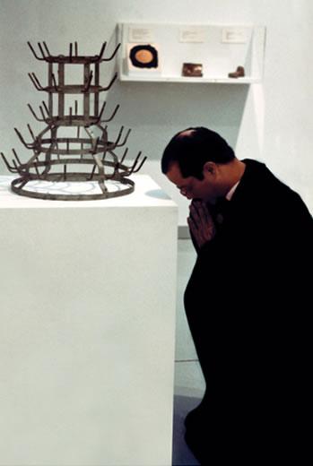 Oración en el museo. Impresión digital sobre papel de conservación.