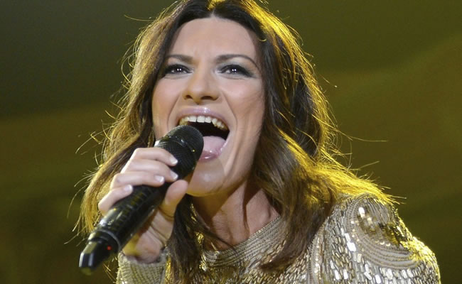Laura Pausini, indignada por noticias de bata abierta en concierto en Perú