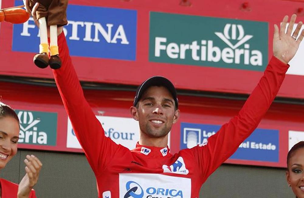 El ciclista australiano del equipo Orica Michael Matthews en el podio con el jersey rojo. Foto: EFE