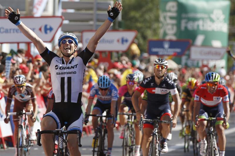 El ciclista alemán del equipo Giant, John Degenkolb (i), celebra su victoria en la cuarta etapa. Foto: EFE