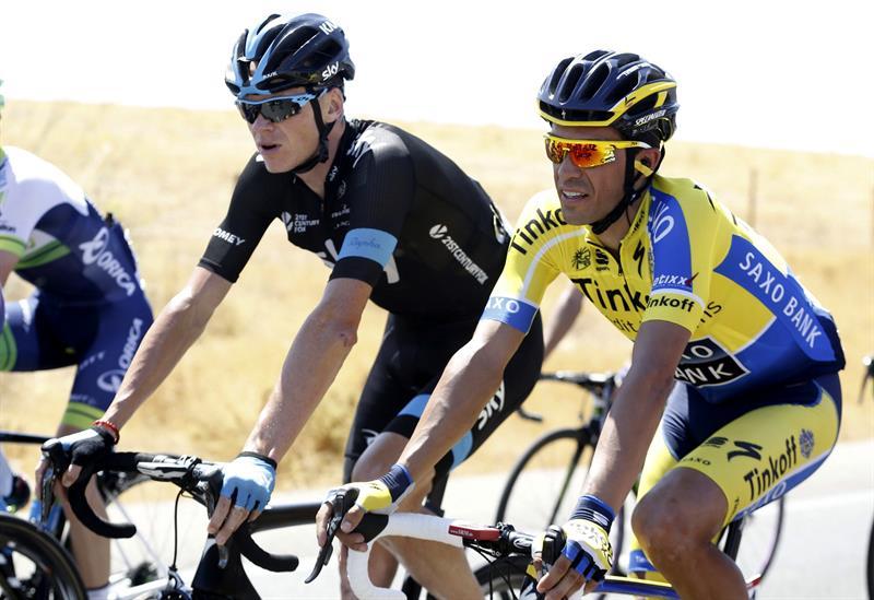 El ciclista británico del Sky Christhopher Froome (i) y el español del Tinkoff Saxo Bank Alberto Contador. Foto: EFE