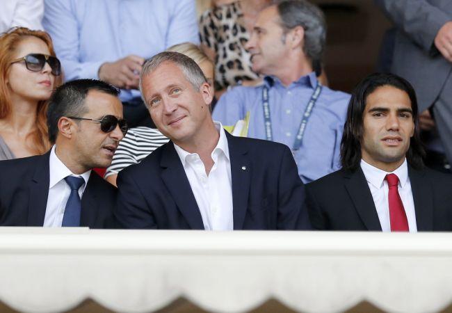 Falcao, su mánager y el presidente del Mónaco vieron el 1-1 entre Mónaco y Lille. Foto: EFE