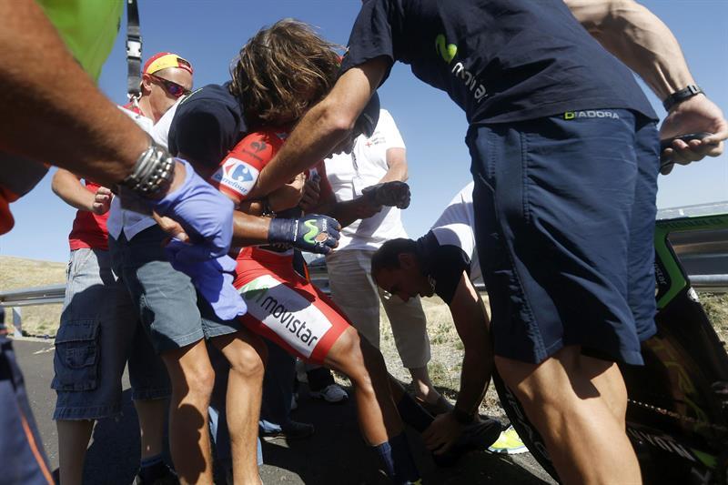 El colombiano Nairo Quintana (Movistar),tras caerse durante la contrarreloj de la décima etapa. EFE