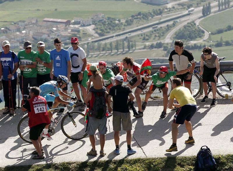 El corredor italiano del equipo Astana Fabio Aru, en los últimos metros de la subida al Santuario. EFE