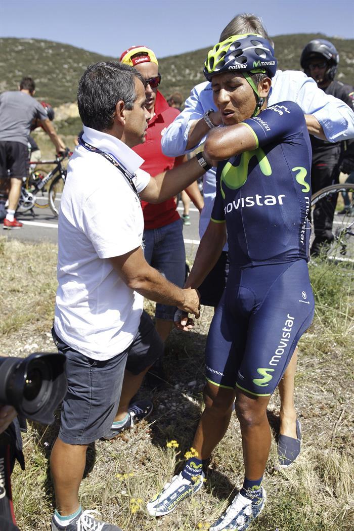 El colombiano Nairo Quintana (d) ha abandonado la Vuelta. EFE