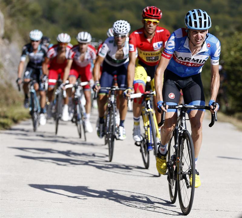 El ciclista madrileño del equipo Tinkoff Saxo, Alberto Contador (c), durante la undécima etapa. EFE