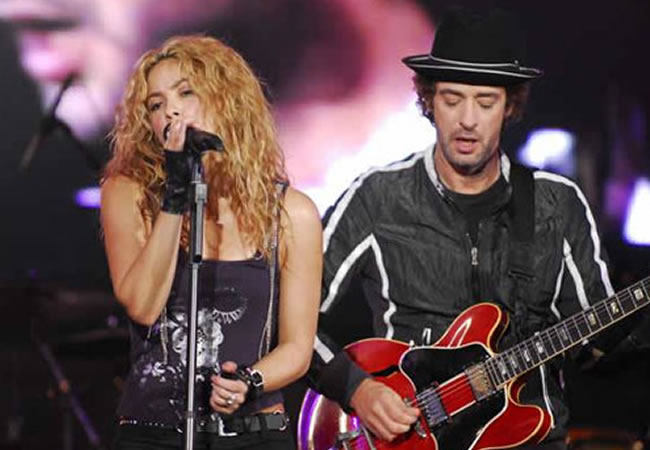 Shakira junto a Gistavo Cerati. Foto: EFE