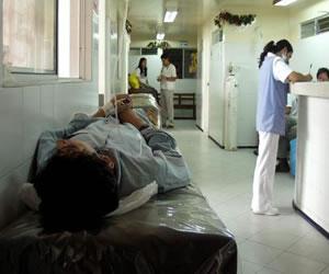 Mujer muere en el baño de una EPS esperando ser atendida