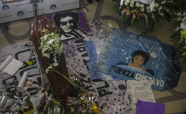 La música argentina rinde homenaje a Cerati en entrega de los Premios Gardel